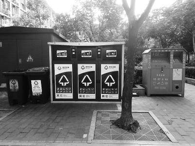 """科技企业""""恋""""上智能垃圾桶 维修、清运成持续运营关键_分类"""