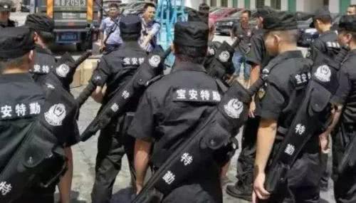 """中国警察身背""""大宝剑""""巡逻?为啥民警现在都喜欢用冷兵器?"""