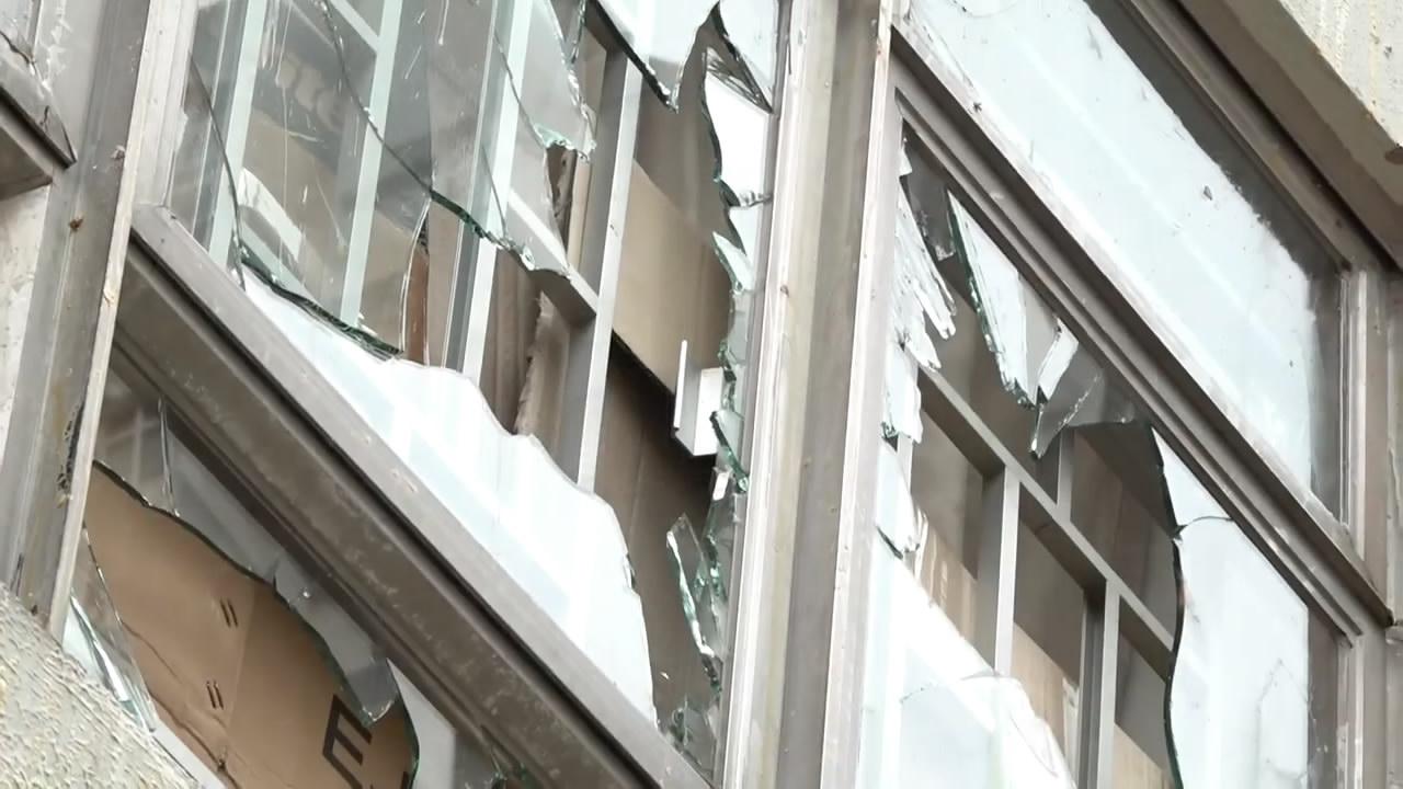 香港纪律部队宿舍遭示威者砸窗袭击 住户女儿半夜惊醒哭喊