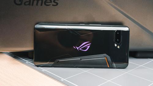 黑鲨2 Pro vs ROG Phone 2 谁才是为游戏而生?
