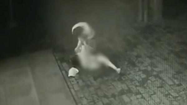 女子回忆深夜被殴打抢劫:一直喊救命 无奈现场无人