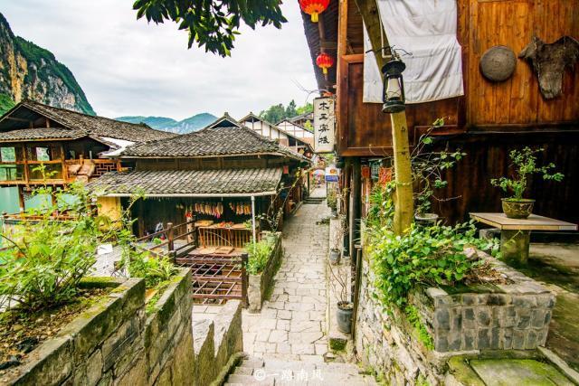 重庆有座陡峭的古镇,走路像爬山,带行李的游客最想哭!