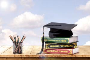 2019年国际贸易在职研究生开学时间在什么时候?