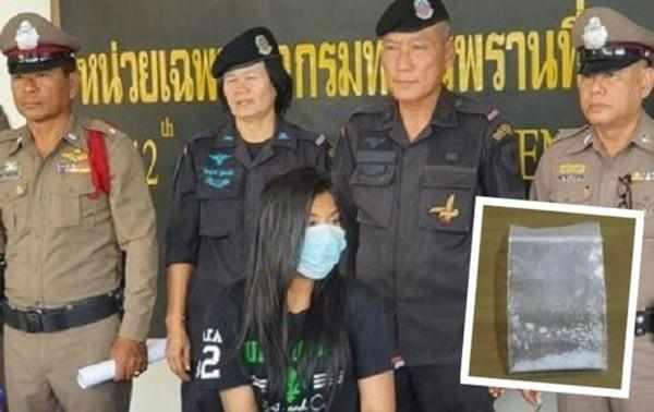 27岁女下体藏毒,闯海关,被抓急辩:不知道谁忘在里面