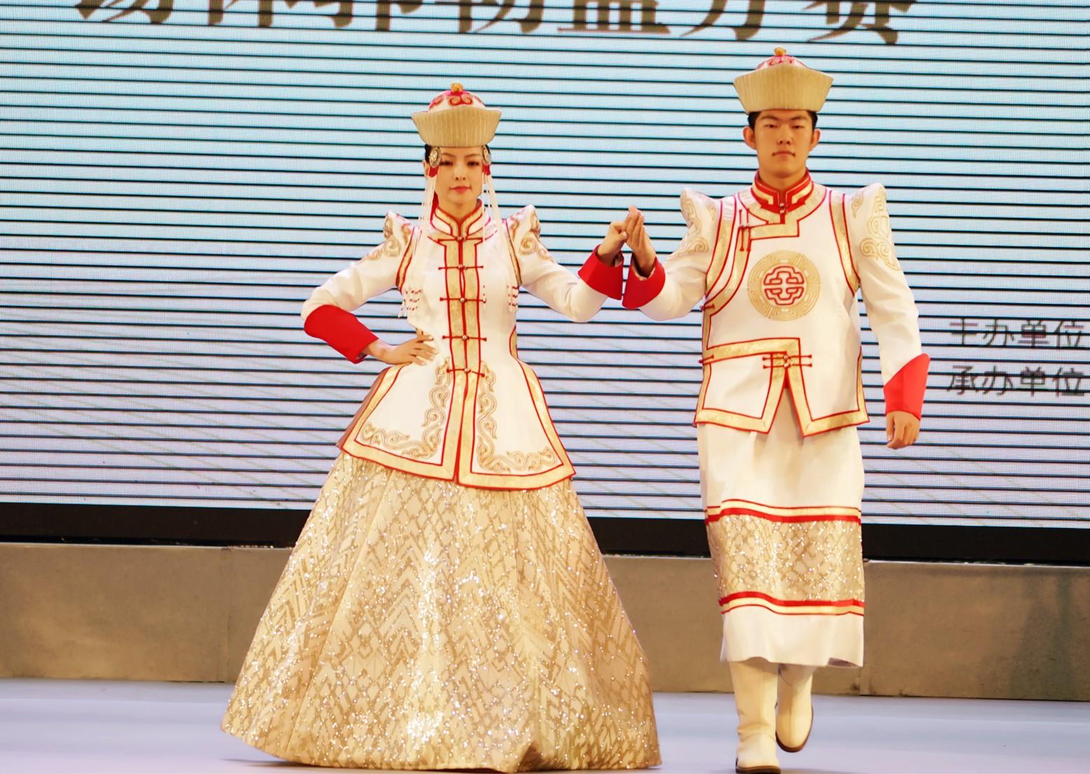 非遗的蒙古袍艺术节华丽变身,引得众人啧啧称赞