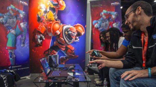 腾讯自研格斗游戏《金属对决》携雷蛇黑鲨亮相EVO