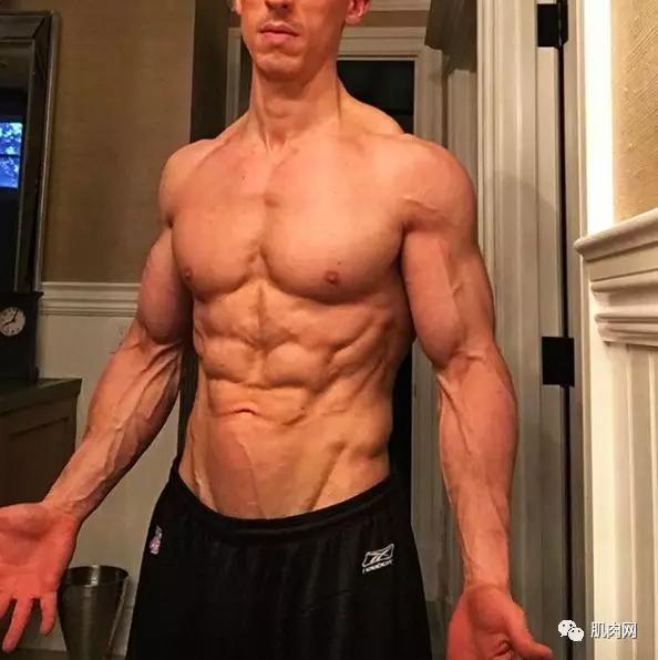 全球头号健身教练有多吊?体脂6%,一年只吃一次甜食....