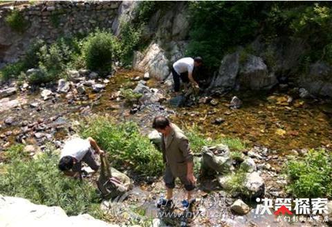 西峡县军马河镇:残疾人义务清洁队 美丽乡村的守护者