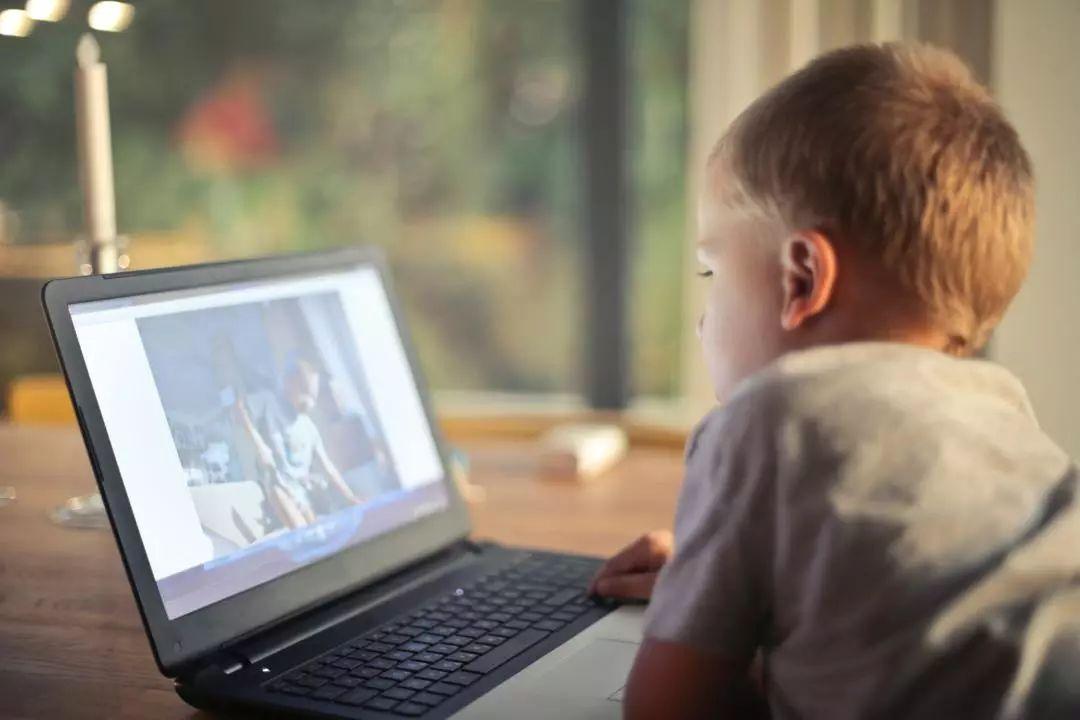 孩子暑假沉溺于手机、电视怎么办?转给家长!