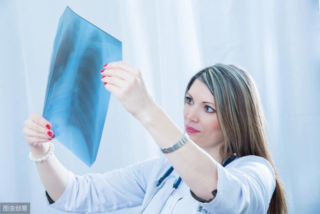 医生提醒:假如手指上出现这种改变,最好检查一下肺部,肺癌可能已经找上门