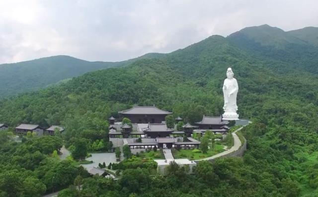 李嘉诚投资15亿建的寺庙,12年完成面积达4.7公顷,每天却限400人