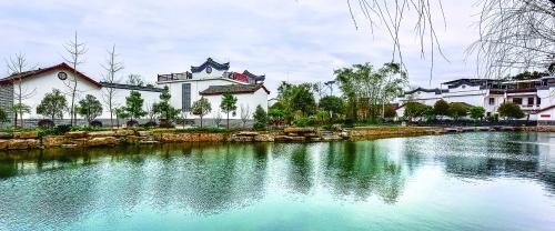 <b>桂林市近千村庄开展三清三拆 上半年1.3万户危房启动改造</b>