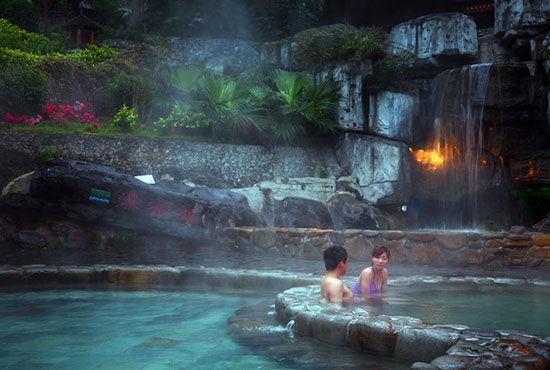英德奇洞温泉——半山腰上的溶洞奇观
