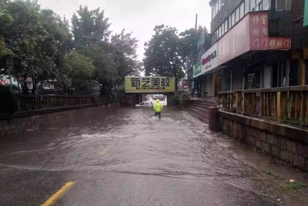 <b>大雨倾盆!枣庄市市中区全力应对......</b>