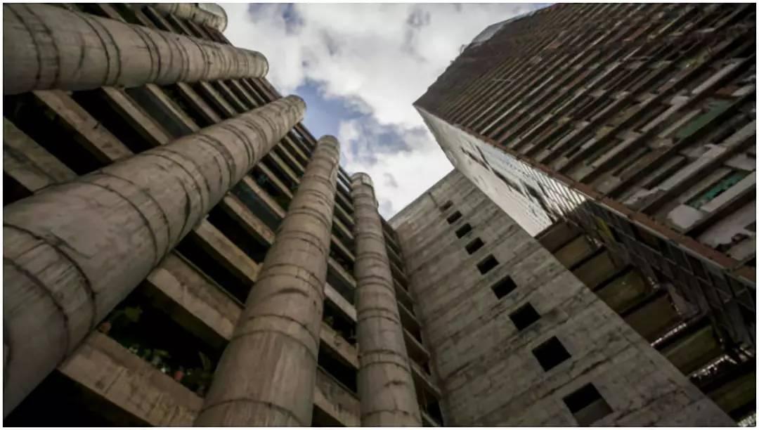 """""""摩天大樓""""上的貧民窟,45層無電梯,高層也沒有自來水"""