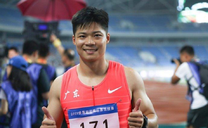 中美飞人大对决,选拔赛100米成绩全面对比,到底谁更强?