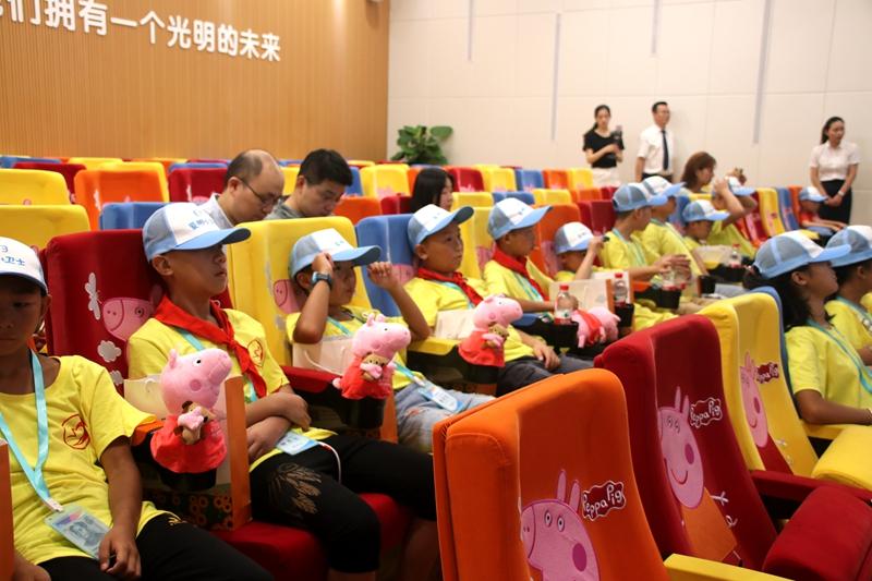 2019重庆青联公益夏令营活动走进重庆爱尔儿童眼科医院