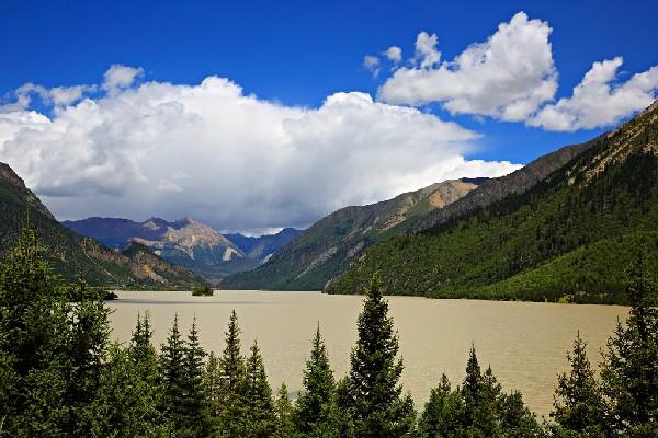 西藏有些人迹罕至的湖泊,不但景美且还免费