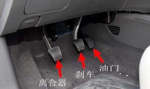 <b>刹车、离合不懂踩?考前一分钟教你学会!</b>