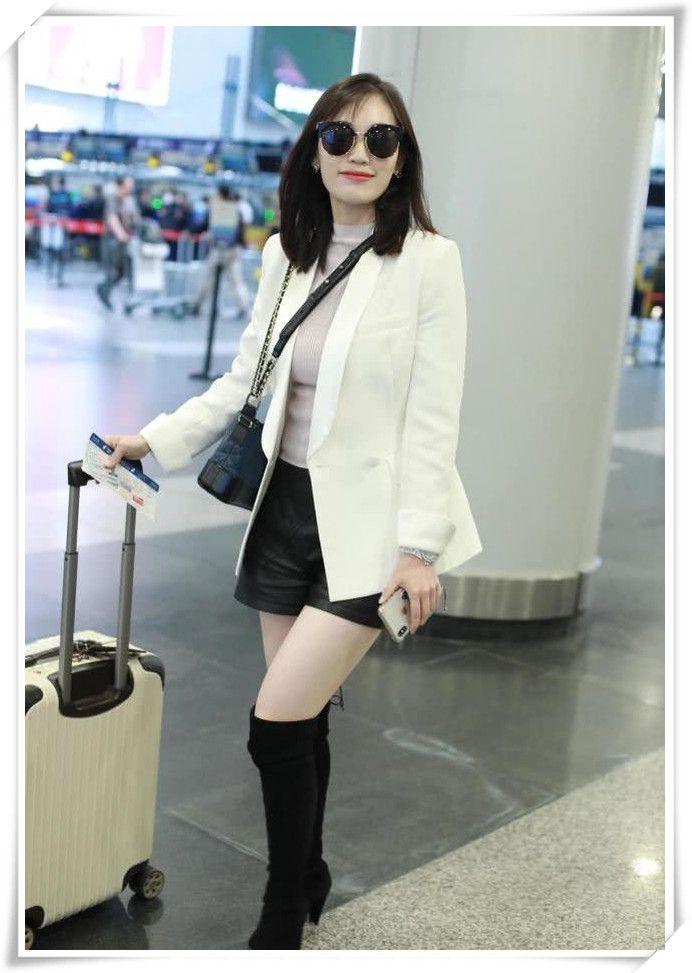 """马蓉真时尚,穿""""马赛克""""裙走机场,女儿白白胖胖越来越像王宝强"""