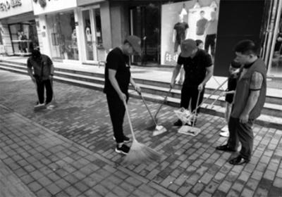 """郑州市福彩中心开展""""全城清洁""""学雷锋志愿服务活动"""