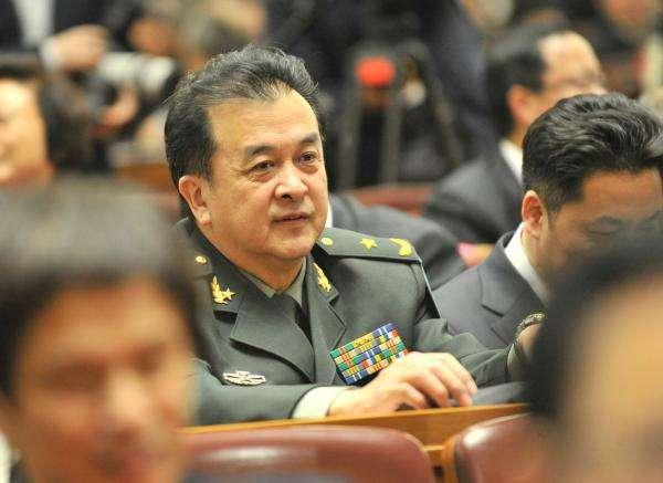 被免职的黄宏参加曲协会议,被推举为主持人,59岁的他已满头白发