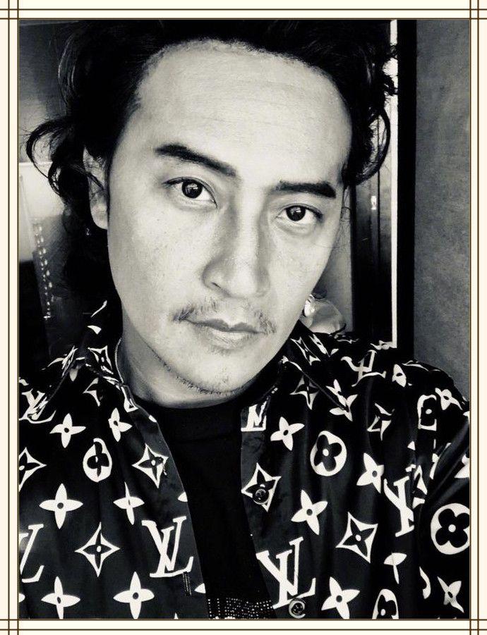 48岁陈志朋不过剪了短发,邋遢大叔秒变小鲜肉,不变脸就年轻20岁