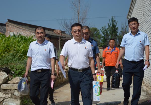 """忻州北高速公路分公司三岔路产维护站开展""""帮困助残""""爱心公益活动"""