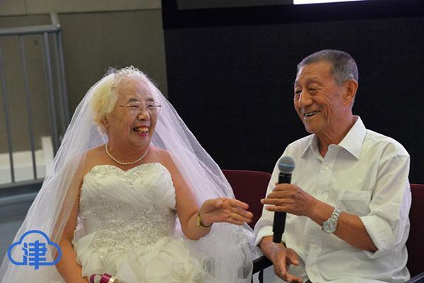 """「津云镜头」特殊的七夕:10对金婚老夫妻圆""""婚纱梦"""""""
