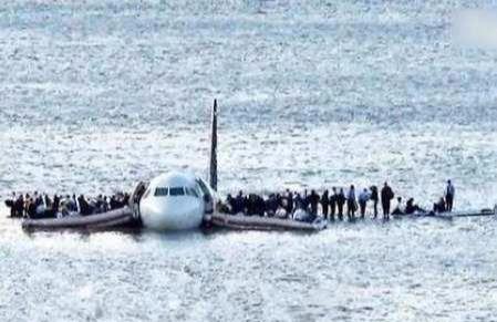 <b>马航MH370机长找到了?巨大阴谋水落石出,美国这回真慌了</b>