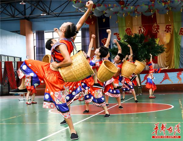 """【备战全国民族运动会】""""幸福球""""掷出侗家山寨的和谐与欢乐"""