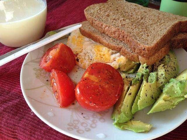 """方便面、炸油条、灌饼,几种早餐堪比""""喝油"""",夏日吃早餐有窍"""