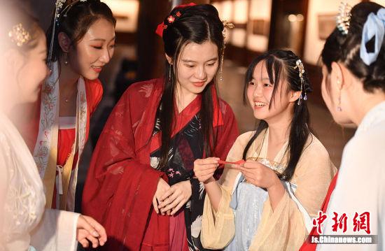 """南京大报恩寺遗址开启""""博物馆浪漫夜""""展传统文化之美"""