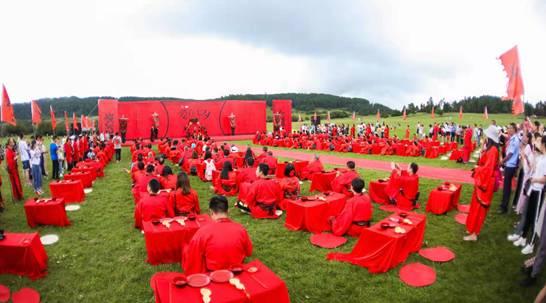 <b>浪漫七夕 330位新人仙女山举行全国首家草原汉唐集体婚礼</b>