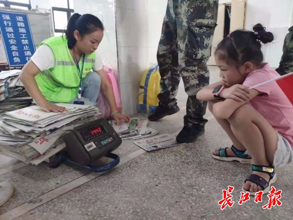 <b>武汉这个小区垃圾分类有奖励,废纸箱换了肥皂和纸巾</b>