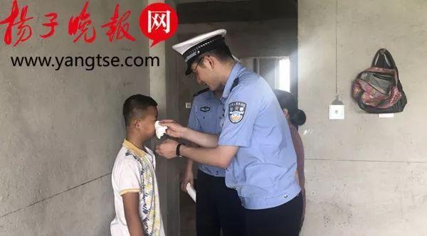 带7岁儿子潜逃1300多天!民警抓到他时却落泪:你是称职的爸爸