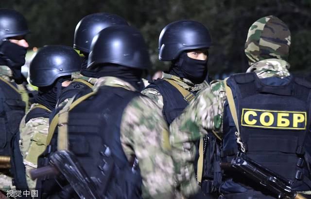吉尔吉斯斯坦特种部队抓捕前总统阿坦巴耶夫,被其支持者阻拦