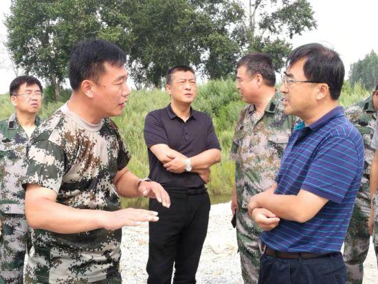 鹤岗市长王秋实到萝北县防汛一线检查指导工作