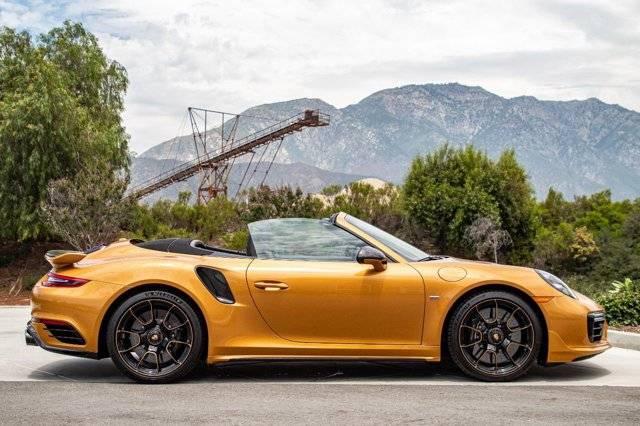 车身颜色搭配金黄色金属色 保时捷911 Turbo
