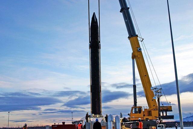 东亚强国无视大国警告,首个邀请美中程导弹进驻,美:最佳部署地