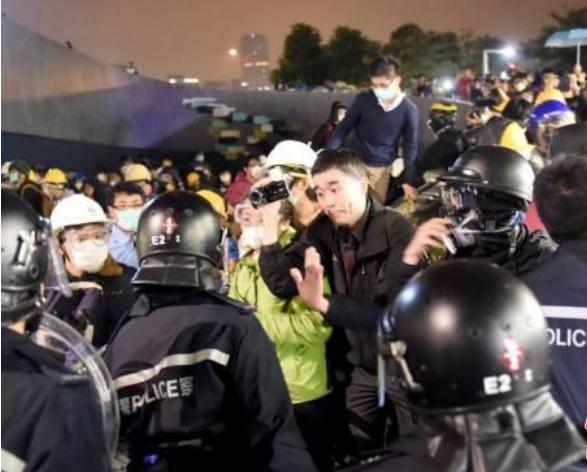 """香港警方:所谓""""有内地警员到香港""""系谣言"""