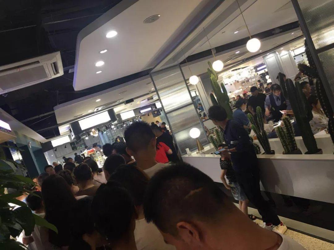 百货咸宁店联合新进餐饮品牌
