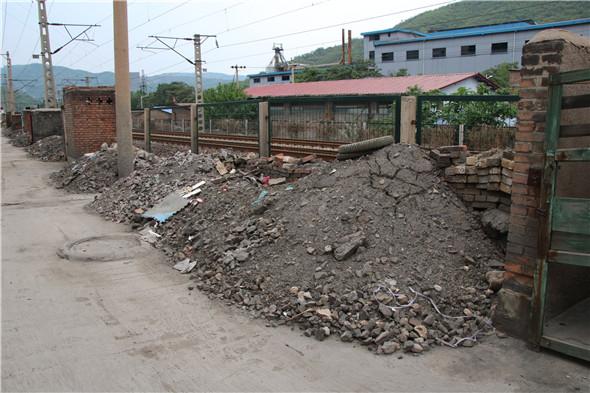 灵石县东城管委会瞄准三点全力打造体现城区形象的风景带