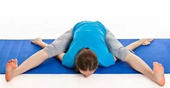 瑜伽龟式 ,你应该这样放松髋部和肩膀!图片