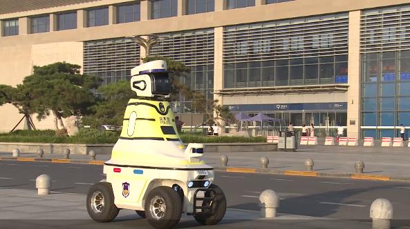 机器人交警上岗 开启中国人工智能交管的新起点