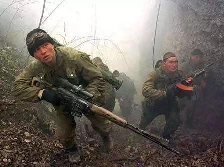 如果被狙击手盯上,跑直线还是跑S线?资深教官说出答案