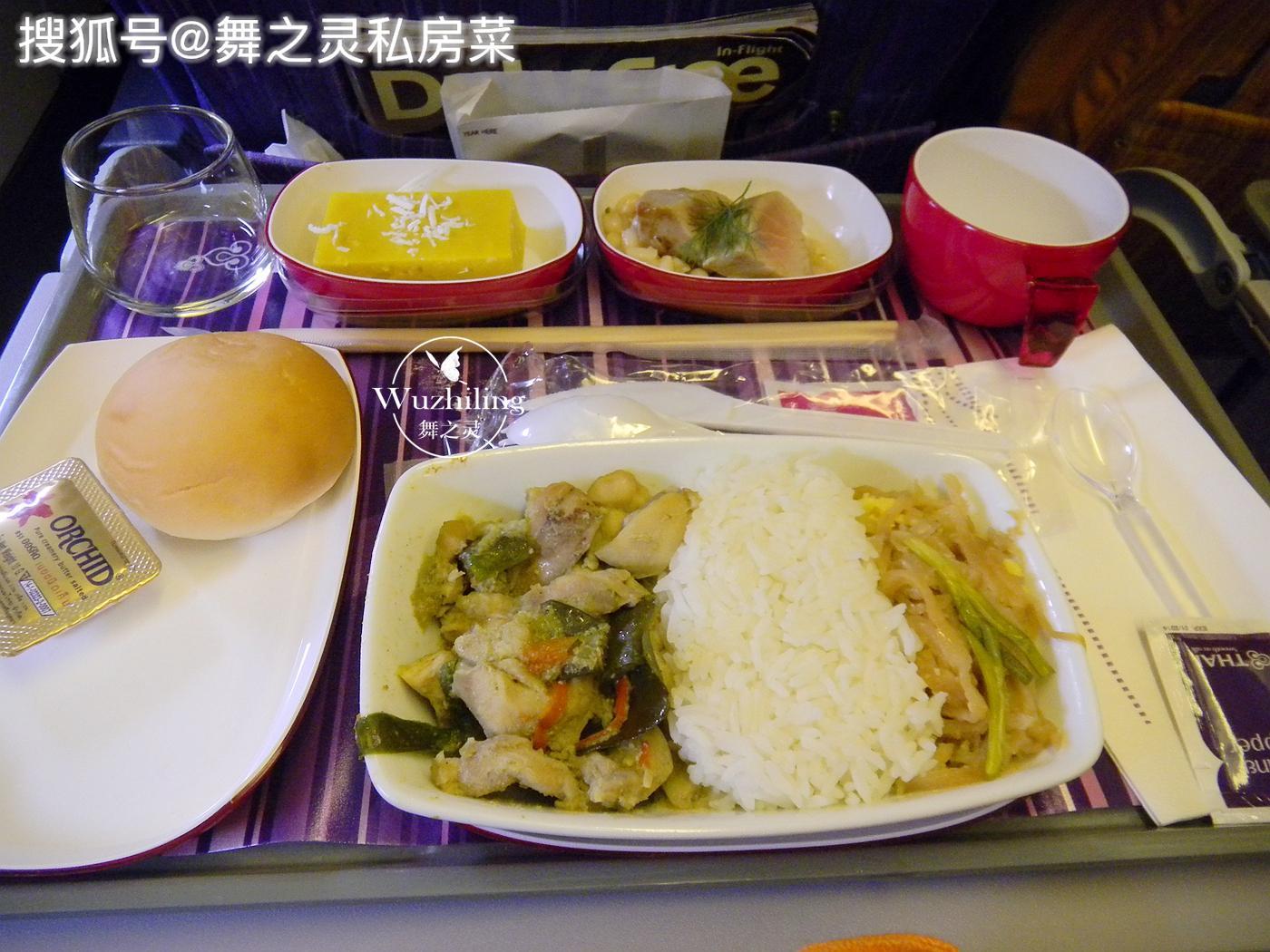晒一下国际航班经济舱的午餐,花样真多,乘客:真丰盛,吃撑了