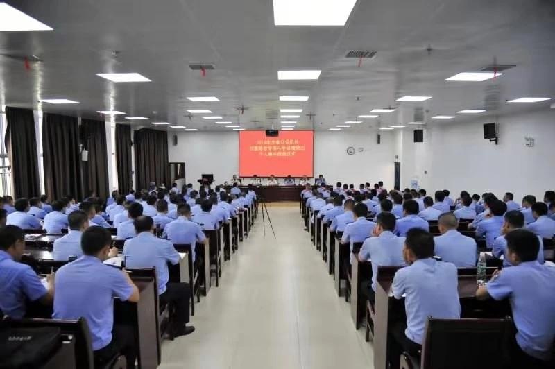 湖南省公安厅举行2018年度扫黑除恶专项斗争成绩突出个人集中授奖仪式