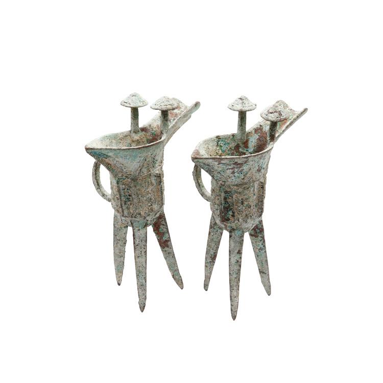 文中此三足爵杯以铜精制,手工打造,铜质精纯,色泽亮丽,包浆柔美自然.