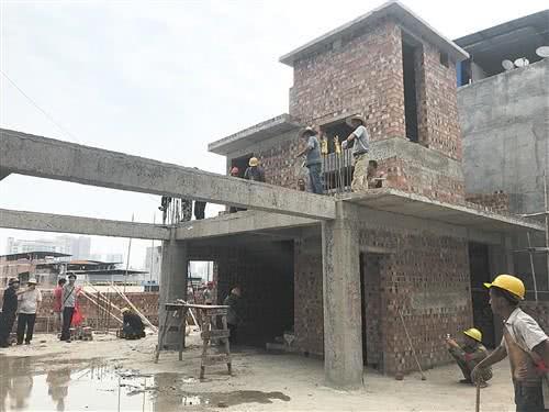 万秀村一违建被降层拆除 建筑面积约90平方米